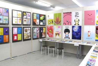 ここでは絵本やカレンダーの課題を展示中!